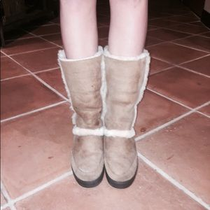 Vintage brown uggs